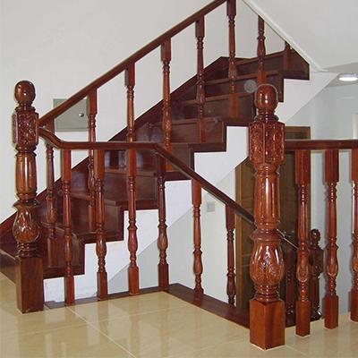 室内实木楼梯