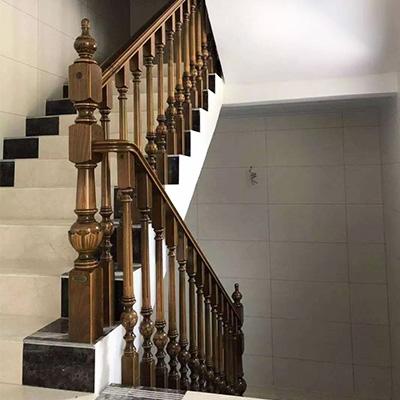 阁楼实木楼梯