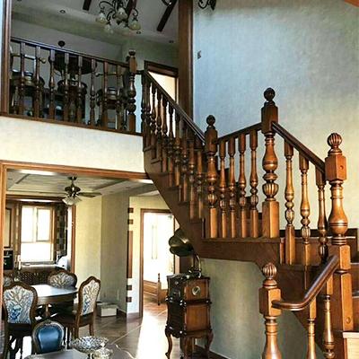 防滑实木楼梯