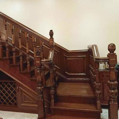 弧式实木楼梯