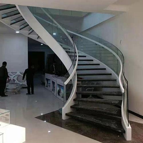 客厅卷板楼梯